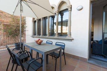 Guell sunny terrace 1